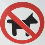 Le Ministère de l'agriculture et de l'alimentation du Québec (MAPAQ) interdit la circulation des animaux dans un marché public.